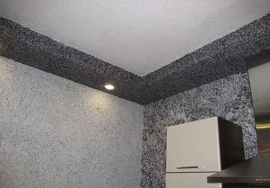 Черные жидкие обои на потолке